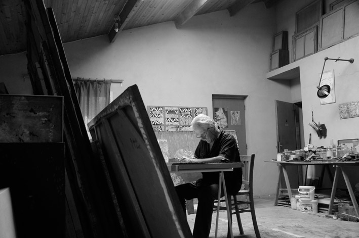 Gérard Sighicelli dans son atelier, 2011
